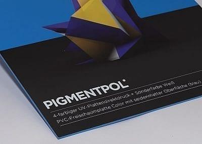 Plattendirektdruck auf farbige PVC-Harrtschaumplatte